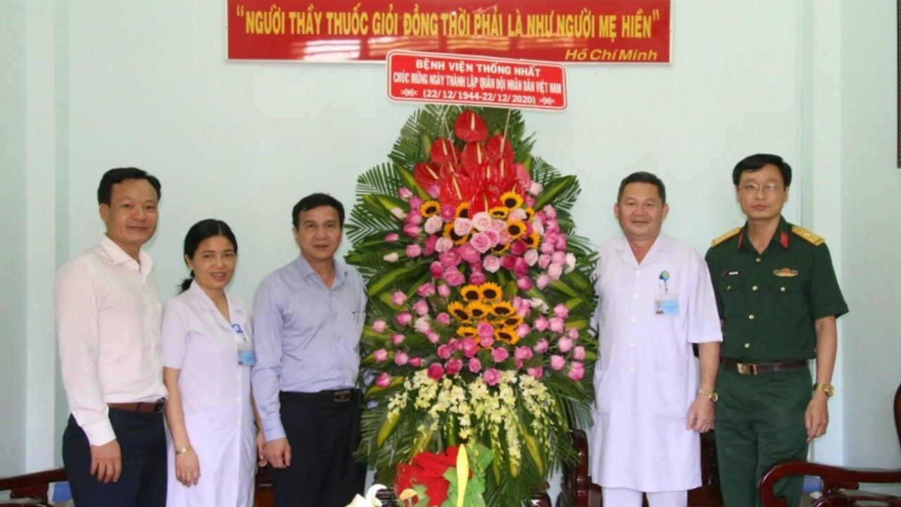 Bệnh viện Thống Nhất chúc mừng kỷ niệm 76 năm Ngày thành lập Quân đội Nhân dân Việt Nam và 31 năm Ngày hội Quốc phòng toàn dân