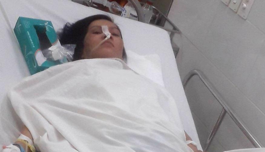 Bốn anh em gồng gánh chăm lo mẹ bị bệnh nặng